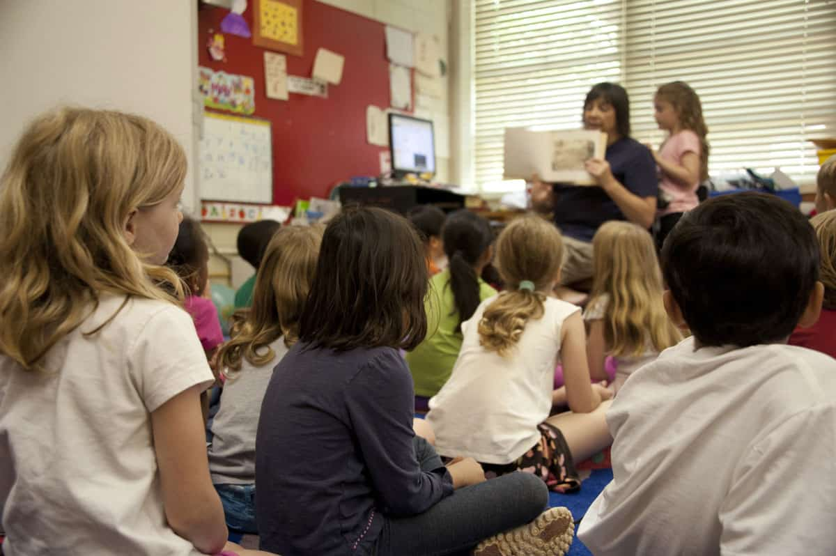 Ecosafe Green | Zero waste - teacher and kids in a classroom